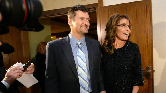 Todd Palin fractures ribs in snow machine accident