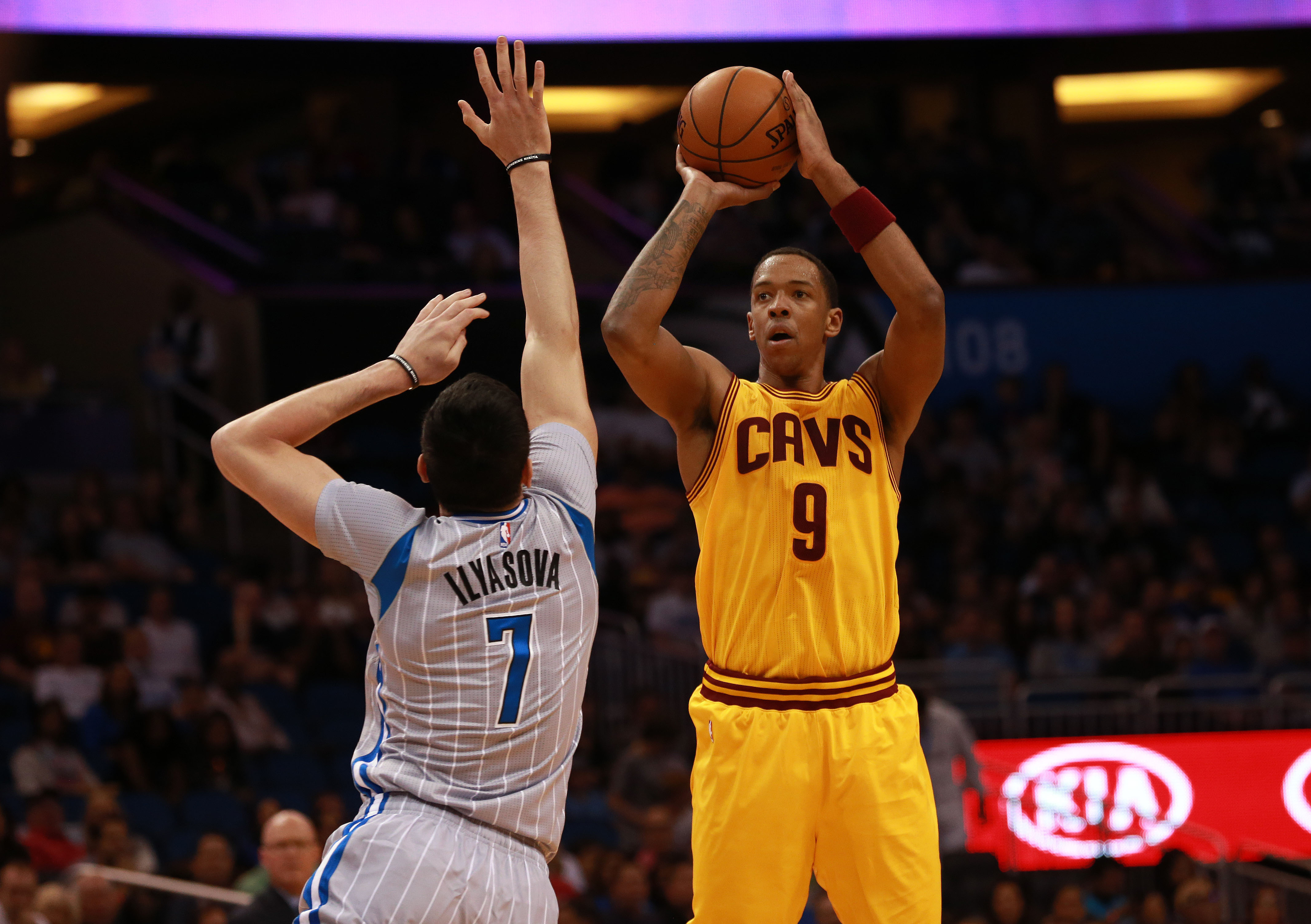 James, Love carry Cavs to 107-93 victory over Knicks