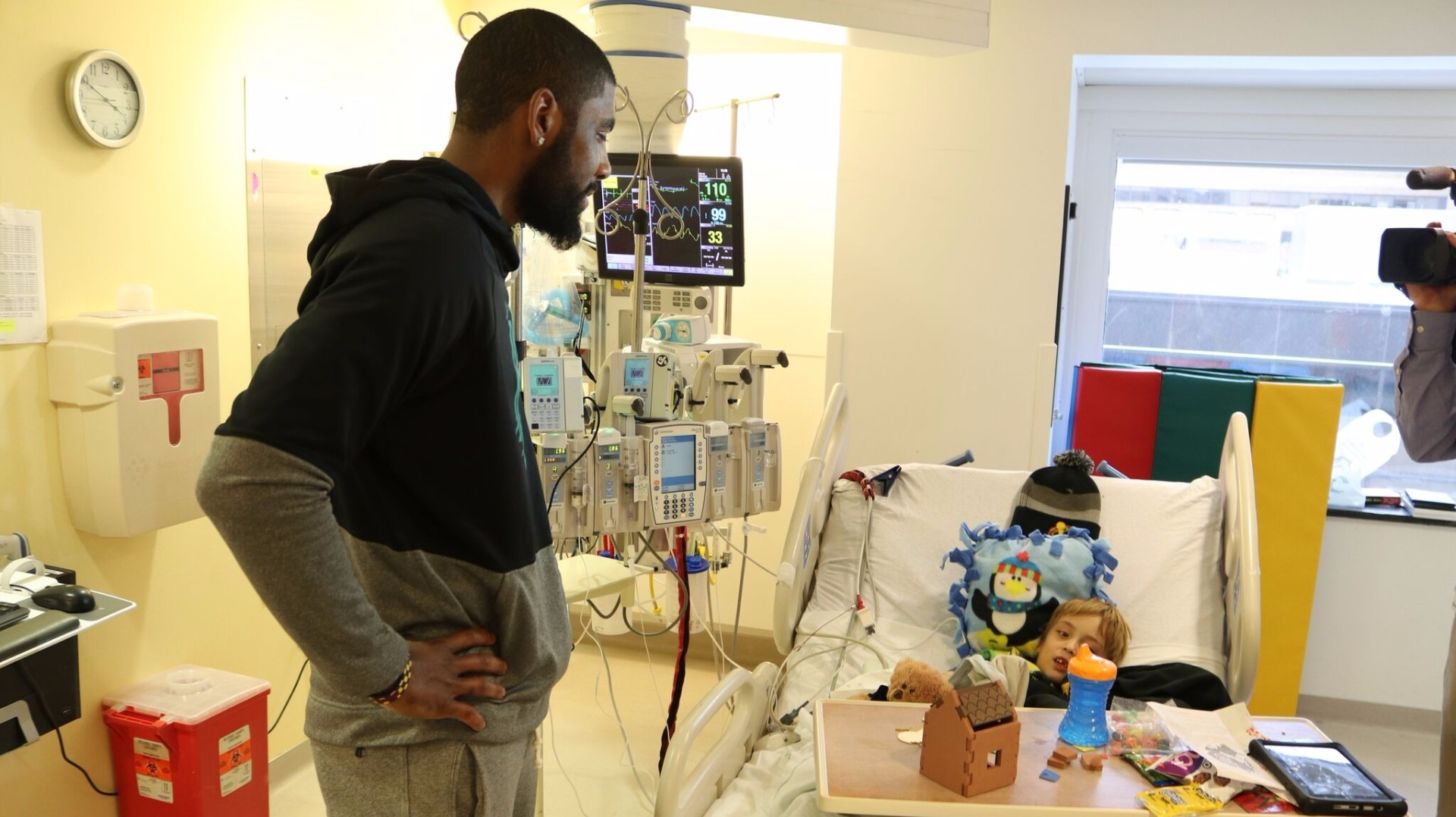 Cavs spread good cheer at Cleveland Clinic Children's ...