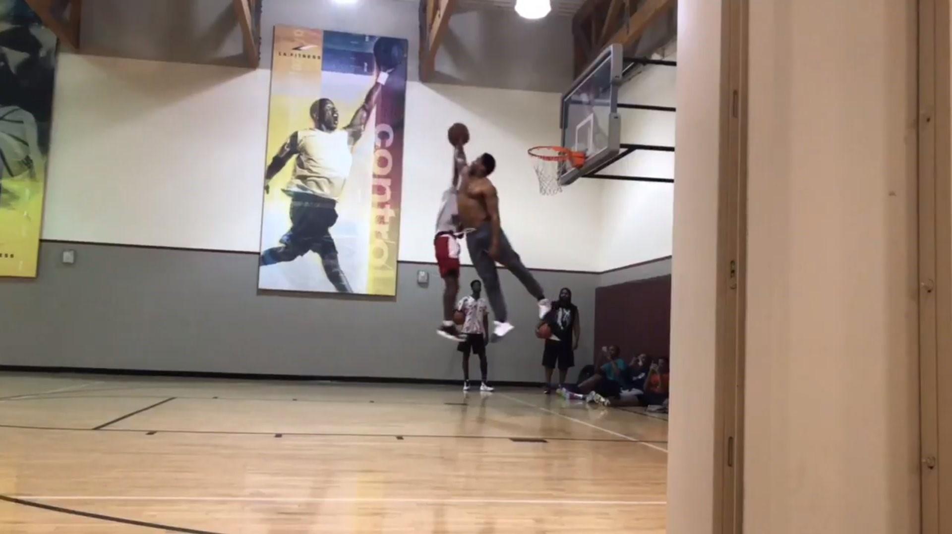 Cleveland Browns DE Myles Garrett shows basketball skills with ...