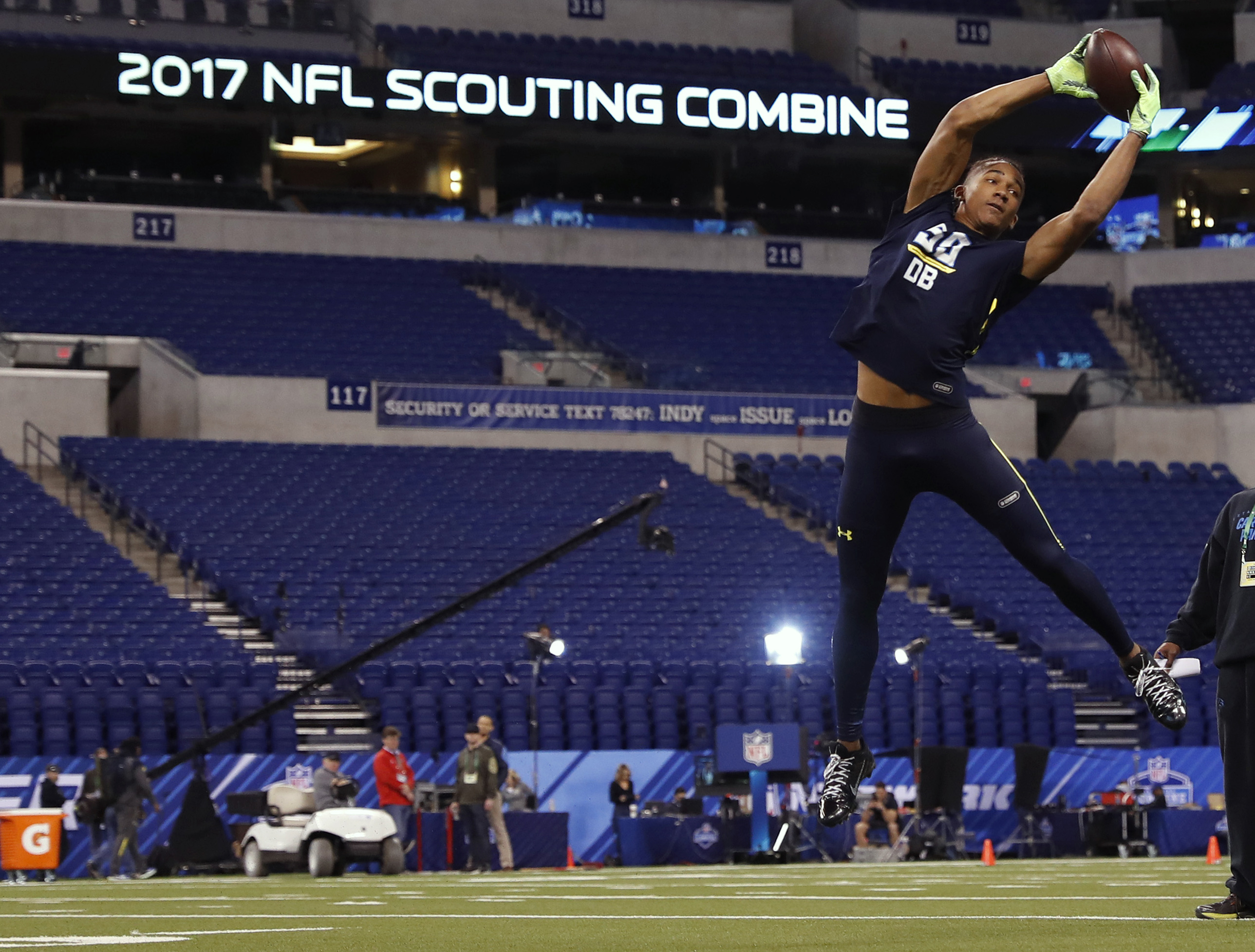 LIVE UPDATES: NFL Scouting Combine gets underway at Lucas Oil Stadium in Indianapolis